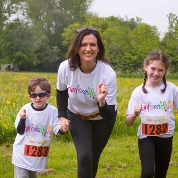 NO FEE PICTURES 28/5/16 RTE's Vivienne Traynor, ambassador for Organ Donor Awareness 2016 with her children Alison, age 9 and Oscar, age 4 at the Irish Kidney Association's Run For Life in support of Organ Donation at Corkagh Park in Dublin. Pictures:Arthur Carron
