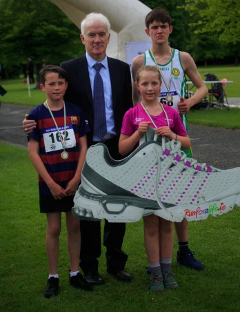 ***NO FEE PIC *** 20/05/2017 Prof Jim Egan with 2.5 k Finalists Jamie Tighe 12 from Kingswood, Matilda Kondys 11 from Clondalkin & Jack O'Brien 14 from Navan during the Irish Kidney Association's Run for a Life family fun run which will take place this Saturday 20th May at Corkagh Park, Clondalkin, Dublin. The IKA's Run for a Life is a charity fundraiser and celebrates the 'gift of life' and aims to raise awareness about the vital importance of organ donation and transplantation. Now in its 9th year 'Run for a Life' is open to people of all ages with the option of walking, jogging or running competitively in either a chip timed 2.5km, 5km or 10km distance. Based on last year's attendance over 500 people are expected to register for the event. For more information on the event visit website www.runforalife.ie For organ donor cards Freetext DONOR to 50050 or visit website www.ika.ie/card You can now download the IKA's new digital donor card by visiting www.donor.ie on your smartphone. Your wishes to be an organ donor can also be included on the new format driving licence which is represented by Code 115. Photo: Arthur Carron